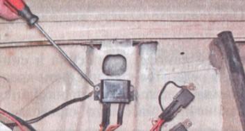 Замена реле контрольной лампы заряда АКБ ВАЗ 2106 (РС702)