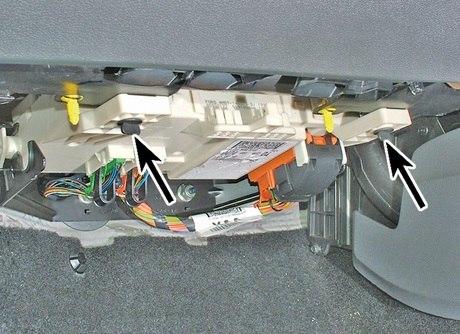 Блок в салоне предохранителей форд фокус 2