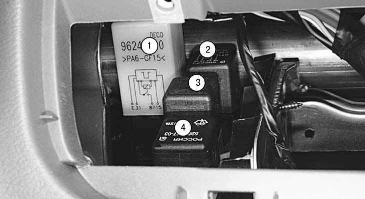 Схема блока реле в салоне Шевроле Ланос